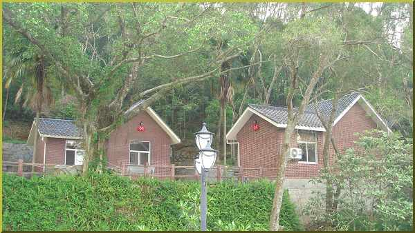 Putian getaway on the mountain north of town.  Delightful little cottages!