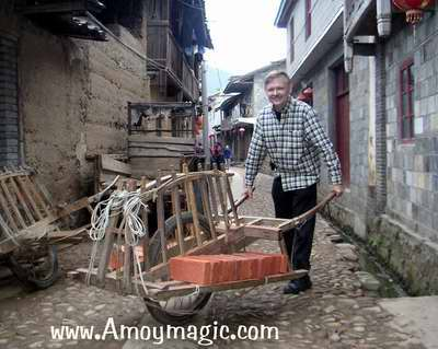 ingenious Chinese wheelbarrow
